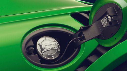 Porsche joins for eFuels development.