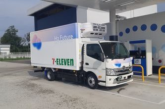 7-Eleven demonstrates FC light delivery truck