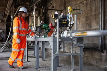 UK cement kiln pioneers using hydrogen on a commercial scale